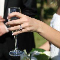 מה המשקל בקראט של טבעת אירוסין ממוצעת?