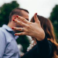 איך אפשר להתאים את גודל הטבעת לאצבע בצורה מושלמת?