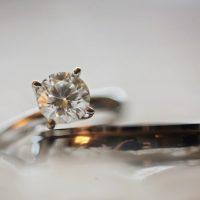 4 שאלות שכדאי לשאול יהלומן בעת רכישת יהלומים בודדים
