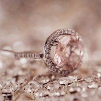 האם טבעות הנישואין שלכם צריכות להיות דומות זו לזו?