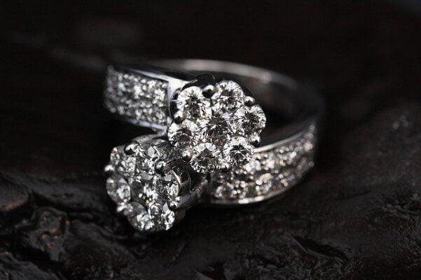 כיצד לטפל בתכשיטי יהלומים