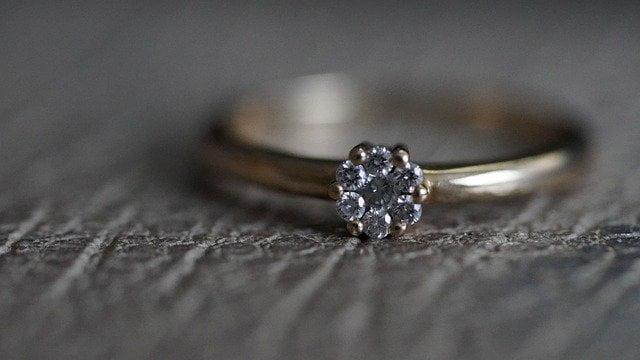 האם אתם צריכים לשנות את גודל טבעת האירוסין שלכם?